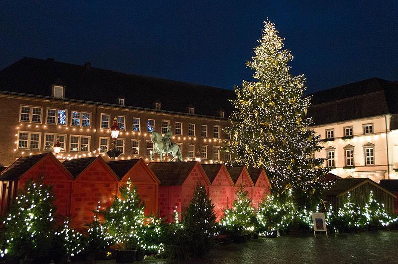 Weihnachtsmarkt Rathaus Düsseldorf